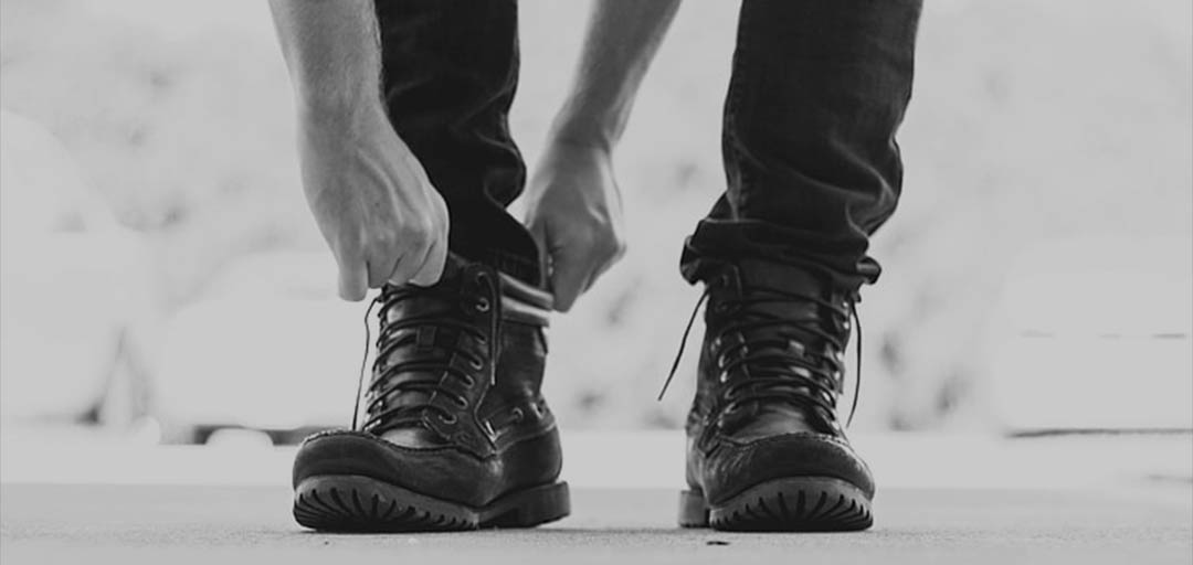 How to Lace Boots With a Kiltie